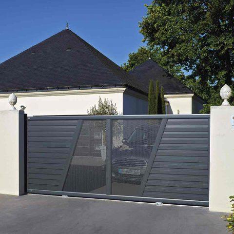 Portail aluminium semi ajouré design moderne maison
