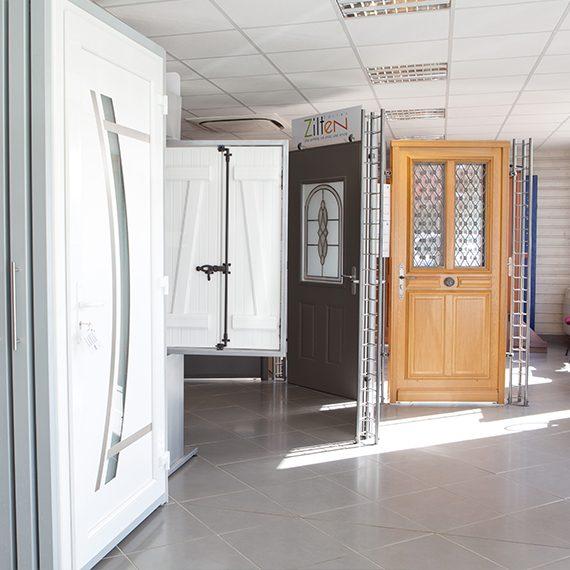 showroom société SBP Saint-Just-en-Chaussée présentation des produits portes volets fenêtres, portes de garage
